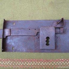Antigüedades: CERRADURA ANTIGUA EN HIERRO FORJADO. SIGLO XVIII-XIX.. Lote 56692428