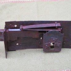 Antigüedades: CERRADURA ANTIGUA EN HIERRO FORJADO - SIGLO XVIII-XIX.. Lote 56692584