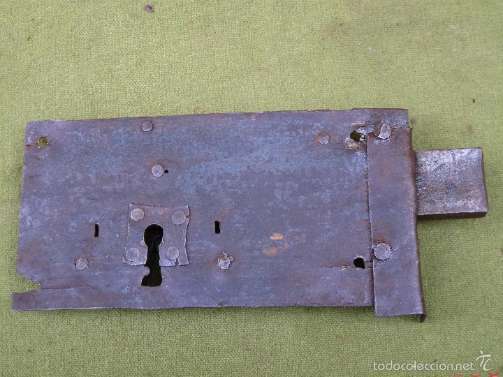 Antigüedades: CERRADURA ANTIGUA EN HIERRO FORJADO - SIGLO XVIII-XIX. - Foto 3 - 56692584