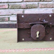 Antigüedades: CERRADURA ANTIGUA EN HIERRO FORJADO - SIGLO XVIII-XIX.. Lote 56692742