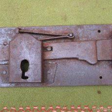 Antigüedades: CERRADURA ANTIGUA EN HIERRO FORJADO - SIGLO - XVIII-XIX.. Lote 56692994
