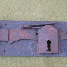 Antigüedades: CERRADURA ANTIGUA EN HIERRO FORJADO - SIGLO XVIII-XIX.. Lote 56695529
