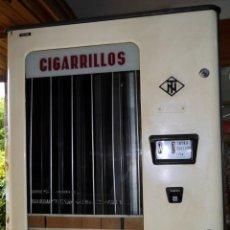 Antigüedades: MAQUINA EXPENDEDORA DE CIGARRILLOS TN. Lote 56744631