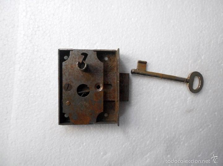 CERRADURA CON LLAVE (Antigüedades - Técnicas - Cerrajería y Forja - Cerraduras Antiguas)