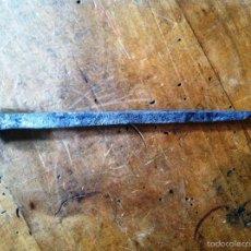 Antigüedades: ANTIGUO CLAVO HIERRO FUNDIDO EN FRAGUA 150 A 200 AÑOS. Lote 56771328