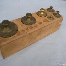 Antigüedades: ESTUCHE CON PESAS DE BRONCE. Lote 56807970