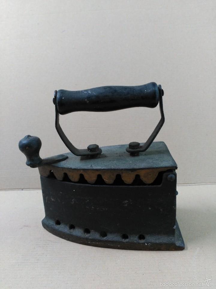 PLANCHA DE HIERRO DE CARBON (Antigüedades - Técnicas - Planchas Antiguas - Carbón)