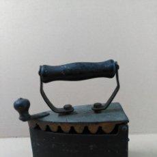 Antigüedades: PLANCHA DE HIERRO DE CARBON. Lote 56813356