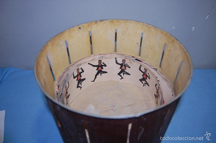 Antigüedades: JUGUETE ZOOTROPO CON TODAS LAS PIEZAS ORIGINALES Y 12 PELÍCULAS DE PAPEL FINALES SIGLO XIX - Foto 6 - 56944809