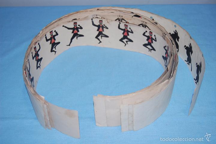 Antigüedades: JUGUETE ZOOTROPO CON TODAS LAS PIEZAS ORIGINALES Y 12 PELÍCULAS DE PAPEL FINALES SIGLO XIX - Foto 8 - 56944809