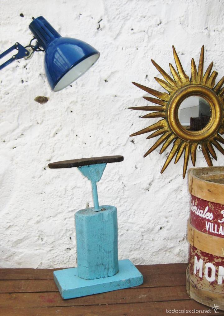 Antigüedades: HORMA ZAPATERO ANTIGUA MADERA HIERRO EN AZUL CIELO VINTAGE POP DECORACION INDUSTRIAL O ZAPATERIA - Foto 8 - 56994253