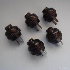Antigüedades: 5 ENCHUFES REDONDOS NEGROS BAQUELITA PLANOS ANTIGUOS #AA-R. Lote 57044579