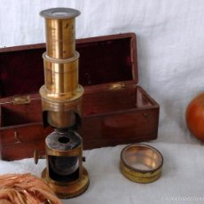 Antigüedades: MICROSCOPIO CENTENARIO DE PRINCIPIOS AÑOS 1.900. PIEZA MUY ESPECIAL. CAJA ORIGINAL:. Lote 57085212