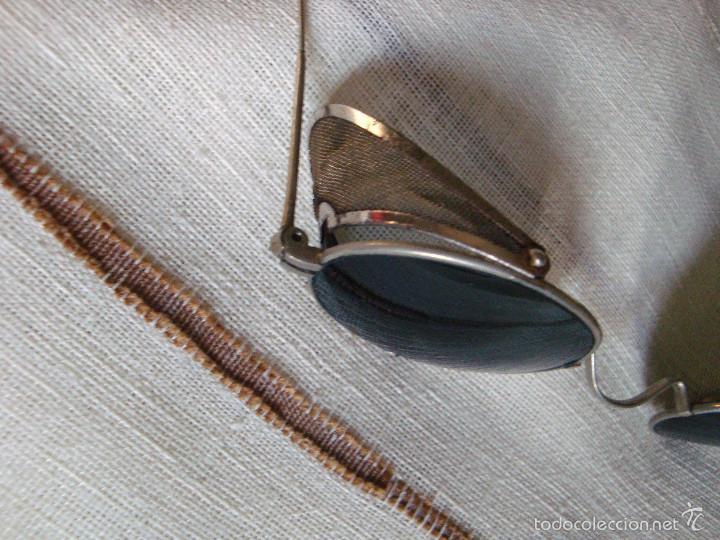 Antigüedades: Anteojos gafas de sol muy antiguas con rejilla desplegable - Foto 2 - 57137199