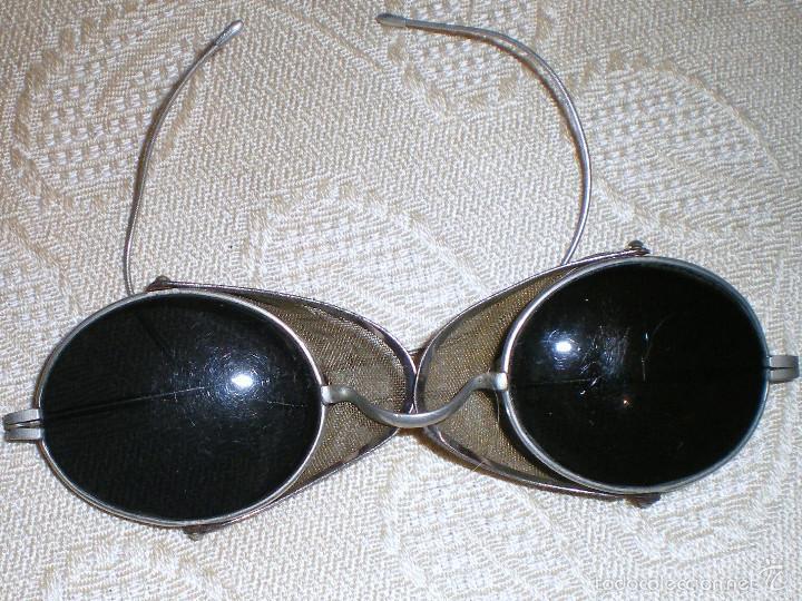 Antigüedades: Anteojos gafas de sol muy antiguas con rejilla desplegable - Foto 4 - 57137199