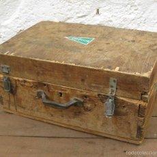 Antigüedades: FANTASTICA CAJA ANTIGUA MADERA AÑOS 20 CON DOBLE FONDO IDEAL HERRAMIENTAS DECORACION INDUSTRIAL. Lote 57191669