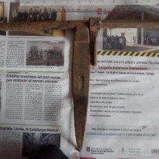 Antigüedades: GRAN CERROJO O PESTILLO DE FORJA. Lote 57236399