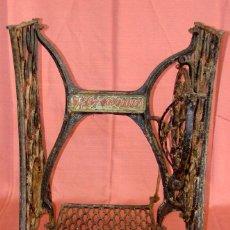 Antigüedades: ANTIGUO PIE DE MAQUINA DE COSER MARCA HEXAGON. Lote 57238915