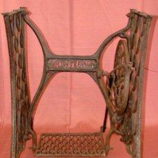 Antigüedades: ANTIGUO PIE DE MAQUINA DE COSER MARCA FORTUNA. Lote 57239085