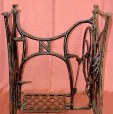 Antigüedades: ANTIGUO PIE DE MAQUINA DE COSER MARCA NAUMANN. Lote 57239235