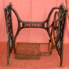 Antigüedades: ANTIGUO PIE DE MAQUINA DE COSER MARCA SINGER. Lote 57239340