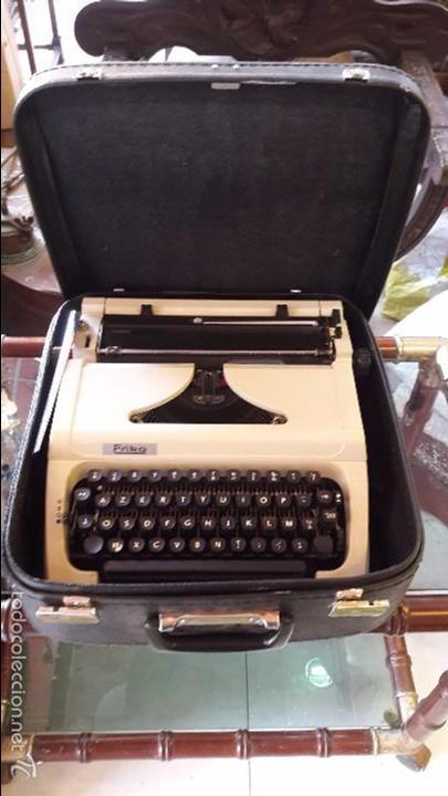 MAQUINA DE ESCRIBIR CON FUNDA ERIKA (Antigüedades - Técnicas - Máquinas de Escribir Antiguas - Erika)