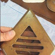 Antigüedades: MIRILLA DE PUERTA ANTIGUA DE BRONCE. Lote 57208457