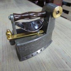 Antigüedades: PLANCHA DE CARBÓN EN MINIATURA. Lote 153417329