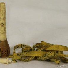 Antigüedades: CINTA METRICA Y GUARDA AGUJAS EN HUESO Y RESINA TALLADO. SIGO XIX. Lote 57379080
