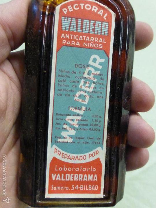 Antigüedades: ANTIGUA BOTELLA MEDICAMENTO PECTORAL WALDERR LABORATORIOS VALDERRAMA.PRECINTADA-FARMACIA-AÑOS 20 - Foto 4 - 57477903
