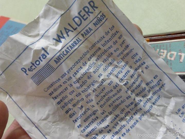 Antigüedades: ANTIGUA BOTELLA MEDICAMENTO PECTORAL WALDERR LABORATORIOS VALDERRAMA.PRECINTADA-FARMACIA-AÑOS 20 - Foto 5 - 57477903