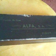 Antigüedades: ANTIGUA CAJA DE ACESORIOS DE MAQUINA DE COSER ALFA. Lote 57488625