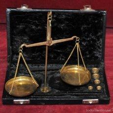 Antigüedades: ESTUCHE CON BALANZA DE PRECISIÓN PARA PESAR ORO Y PLATA. Lote 57526952