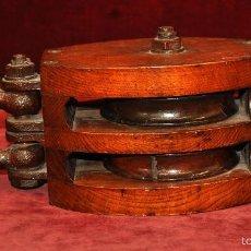 Antigüedades: ANTIGUA POLEA DE BARCO DE DOBLE ROLDANA EN HIERRO Y MADERA GRANDE 39 CM. NAUTICA. NAVAL. Lote 57581501