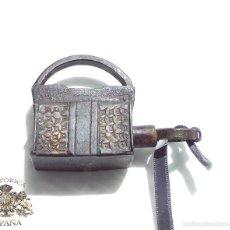 Antigüedades: CANDADO DE FORJA MUY BUENA CONSERVACIÓN FUNCIONANDO 4 DE LARGO POR 5,2 CM DE ALTO. Lote 61217391