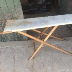 Antigüedades: ANTIGUA TABLA DE PLANCHAR MARCA JAC DE LOS AÑOS 30-40, DE MADERA. Lote 57610650