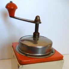 Antigüedades: ANTIGUO MOLINILLO DE CAFÉ MARCA KYM, MODELO 369. ALEMANIA, CA. 1930/40. Lote 57633608