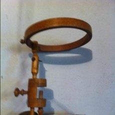 Antigüedades: PRECIOSO Y MUY PRACTICO BASTIDOR PARA BORDADORAS. Lote 57711721