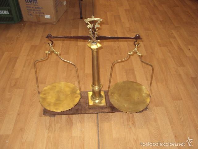 Antigüedades: antigua balanza de farmacia bronce laton y forja - Foto 3 - 57827493