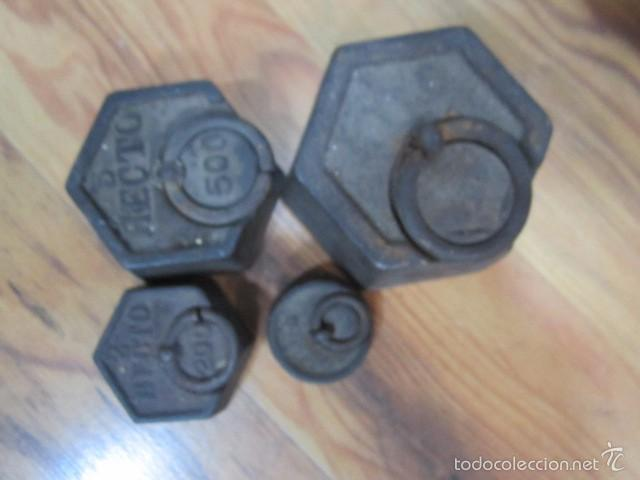 Antigüedades: Antigua balanza con 4 pesas. Medida platos: 20,5 cms. diámetro - Foto 3 - 57829667