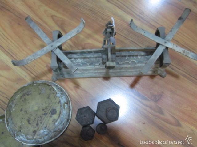 Antigüedades: Antigua balanza con 4 pesas. Medida platos: 20,5 cms. diámetro - Foto 5 - 57829667