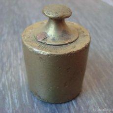 Antigüedades: PESA DE BRONCE - 200 GRAMOS - S. A. BALLARIN - BARCELONA - PUNZONADA. Lote 57923068
