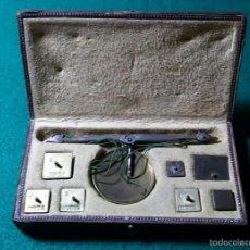 Antigüedades: BALANZA PARA PESAR MONEDAS DE ORO Y PLATA CON PONDERALES PONDERAL BALANZA MONEDAS. Lote 57979077