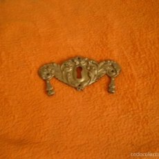 Antigüedades: BOCALLAVE DECORATIVO DE COMODA 9,5 X 4,5 CM. Lote 58082474