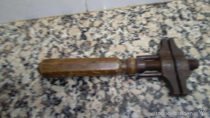 ANTIGUA LLAVE PERRO LARGO 24 CM (Antigüedades - Técnicas - Herramientas Profesionales - Mecánica)