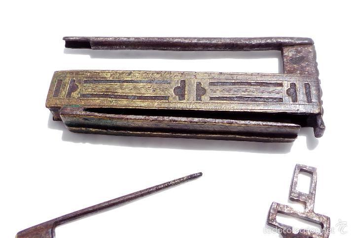 Antigüedades: RARO CANDADO DE FORJA Y BONITOS ADORNOS EN BRONCE, FUNCIONANDO 12 X 5,5 CM - Foto 4 - 58119169