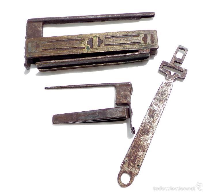 Antigüedades: RARO CANDADO DE FORJA Y BONITOS ADORNOS EN BRONCE, FUNCIONANDO 12 X 5,5 CM - Foto 5 - 58119169