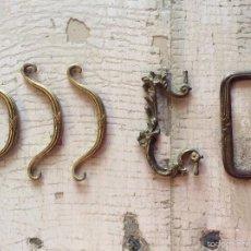 Antigüedades: LOTE DE 5 TIRADORES DE METAL. Lote 58143583