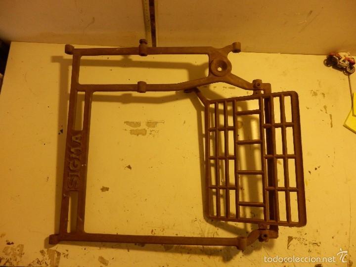 Antigüedades: pie de hierro fundido para maquina de coser sigma - Foto 2 - 58213723