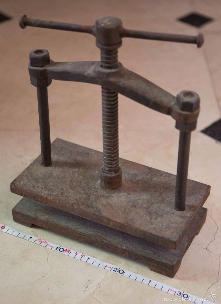 ANTIGUA PRENSA EN HIERRO FUNDIDO. (Antigüedades - Técnicas - Herramientas Profesionales - Imprenta)